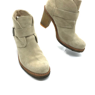 Primary Photo - BRAND: UGG STYLE: BOOTS ANKLE COLOR: BEIGE SIZE: 8.5 SKU: 262-262101-1990AS IS SMALL STAIN/MARK, WEAR TO HARDWARE  (SEE PHOTOS)
