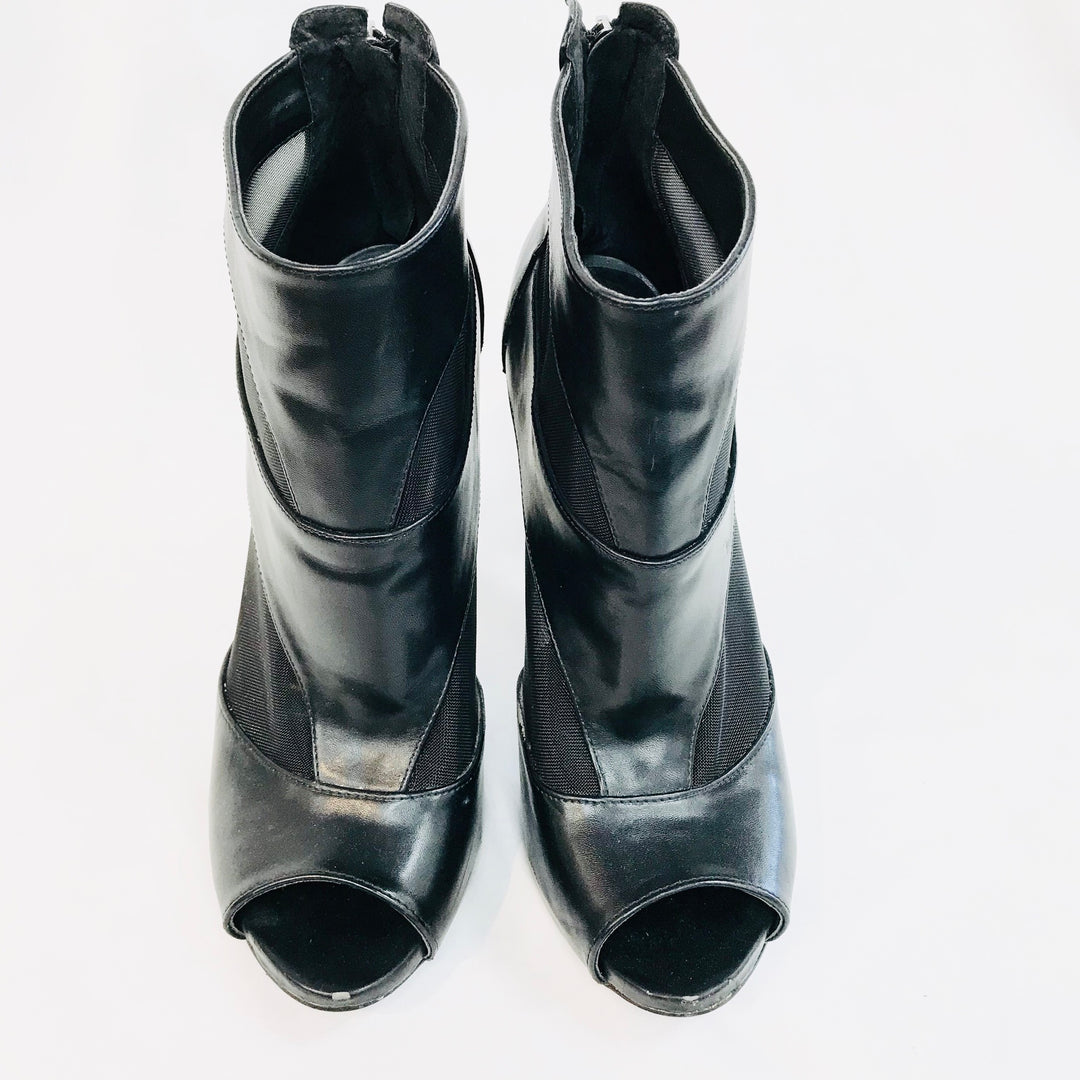 Primary Photo - BRAND: GUESS <BR>STYLE: BOOTS ANKLE <BR>COLOR: BLACK <BR>SIZE: 8.5 <BR>SKU: 262-26211-133240<BR>-AS IS -