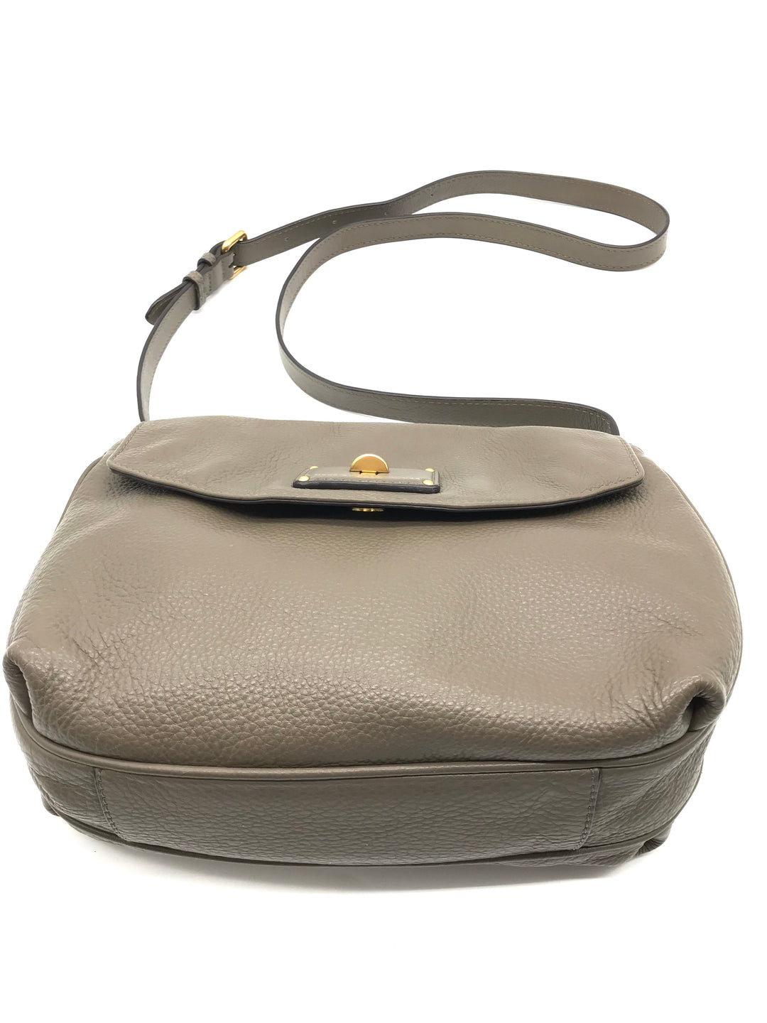 "Photo #1 - BRAND: MARC BY MARC JACOBS <BR>STYLE: HANDBAG DESIGNER <BR>COLOR: TAUPE <BR>SIZE: SMALL 8.5""H X 10""L X 2.2""W<BR>STRAP DROP: 22.5""<BR>SKU: 262-26241-43499<BR>IN GOOD SHAPE AND CONDITION"