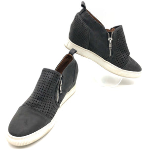 Primary Photo - BRAND: DOLCE VITA STYLE: SHOES ATHLETIC COLOR: GREYSIZE: 8 SKU: 262-262101-2812SOME SLIGHT WEAR TO SOLES