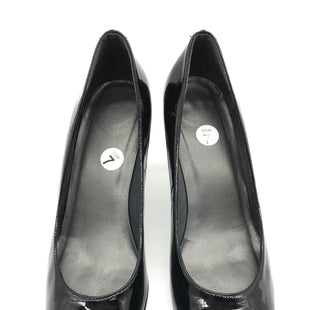 Primary Photo - BRAND: STUART WEITZMAN STYLE: SHOES FLATS COLOR: BLACK SIZE: 7 SKU: 262-26211-126502AS IS