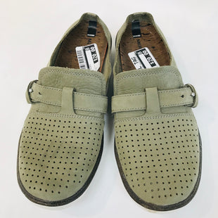 Primary Photo - BRAND: MERRELL STYLE: SHOES FLATS COLOR: OLIVE SIZE: 9 SKU: 262-26275-56721AS IS