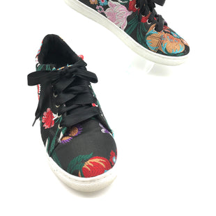 Primary Photo - BRAND: HIPPIE LAUNDRY STYLE: SHOES ATHLETIC COLOR: FLORAL SIZE: 8 SKU: 262-26275-69754GENTLE WEAR - AS IS