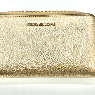 "Primary Photo - BRAND: MICHAEL KORS STYLE: WALLET COLOR: GOLD SIZE: LARGE SKU: 262-26211-142086APPROX. 6.9""L X 4""H. SOME GENTLE WEAR (SLIGHT SPOTS NEAR EDGES, ZIPPER PULL)."