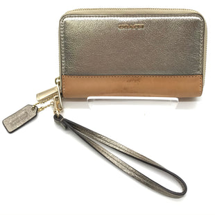 Primary Photo - BRAND: COACH STYLE: WRISTLET COLOR: METALLIC SIZE: S SKU: 262-26211-141718SOME VISIBLE MARKS - AS IS