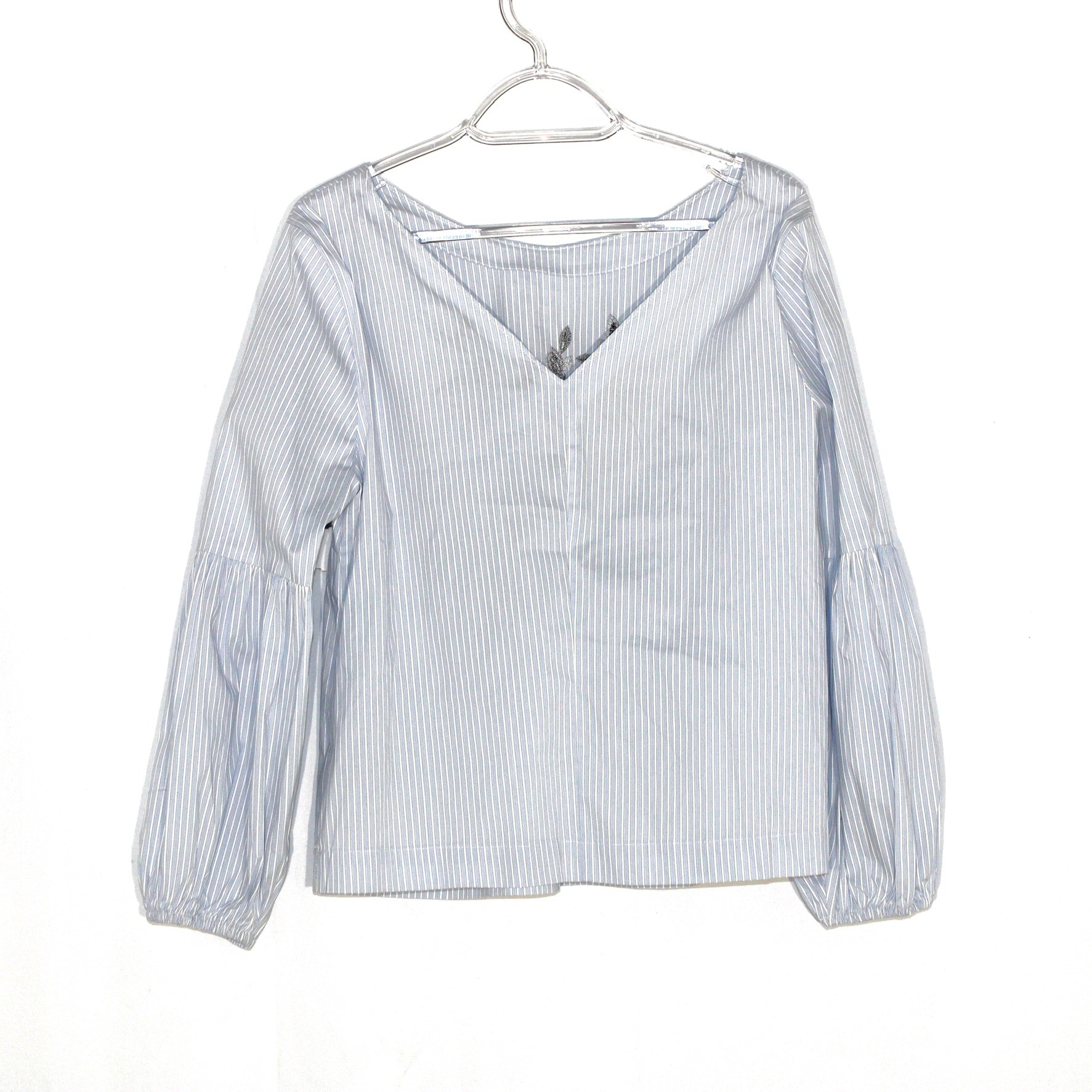 Photo #1 - BRAND: WHITE HOUSE BLACK MARKET <BR>STYLE: TOP LONG SLEEVE <BR>COLOR: STRIPED <BR>SIZE: M/8<BR>SKU: 262-26275-59849