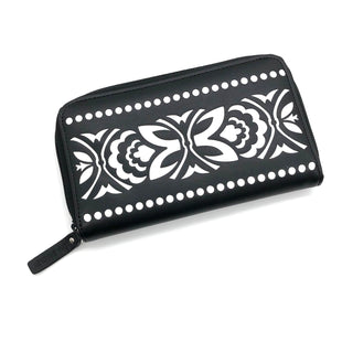 "Primary Photo - BRAND: VERA BRADLEY STYLE: WALLET COLOR: BLACK SIZE: MEDIUM SKU: 262-262101-2544AS IS APPROX 7""X4""X1"""