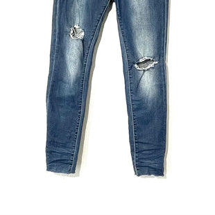Primary Photo - BRAND: ARTICLES OF SOCIETY STYLE: JEANS COLOR: DENIM SIZE: 6 SKU: 262-26241-44373BROKEN IN DISTRESSED STYLE AS ISLEATHER TAG HANGING (BACK)