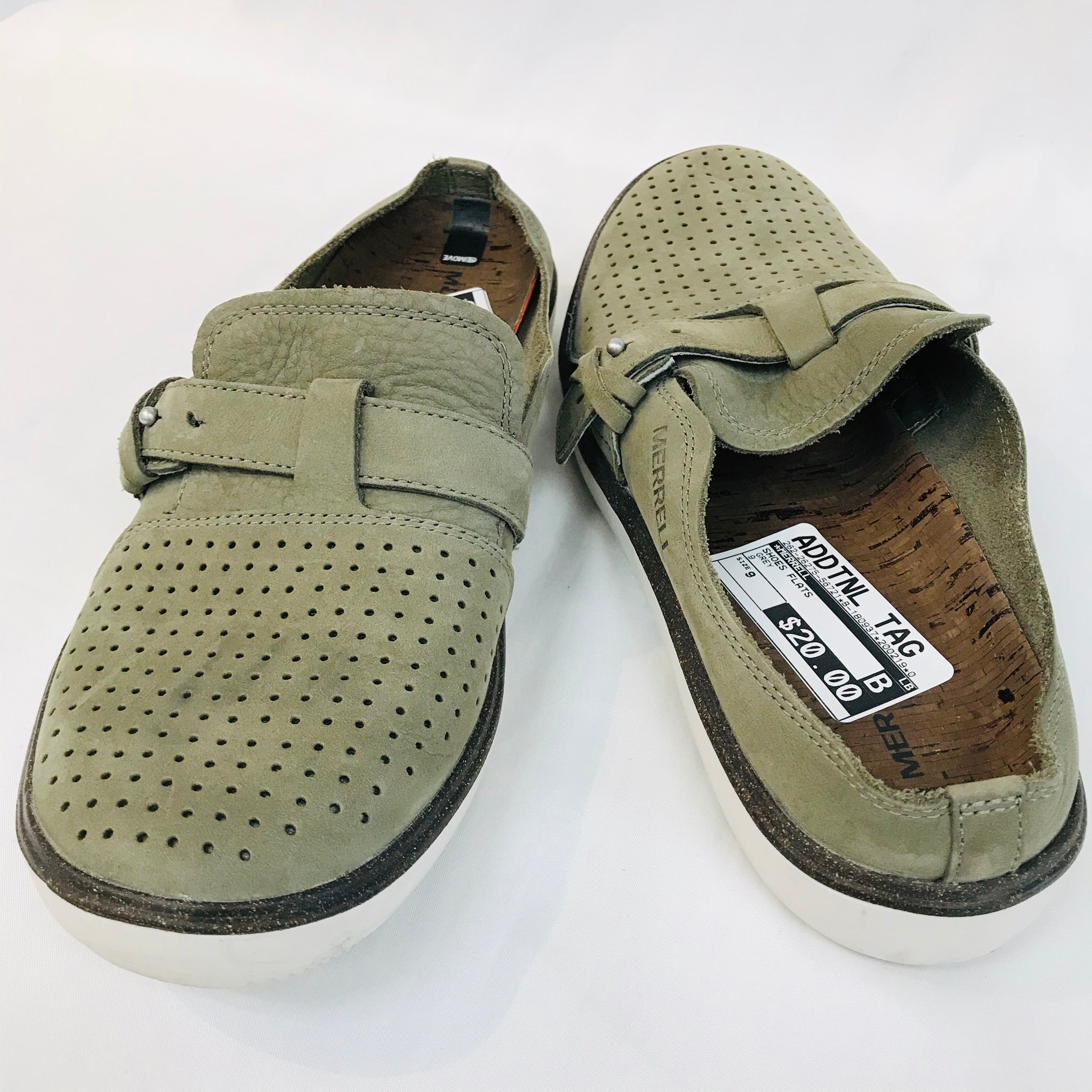Photo #1 - BRAND: MERRELL <BR>STYLE: SHOES FLATS <BR>COLOR: OLIVE <BR>SIZE: 9 <BR>SKU: 262-26275-56721<BR>AS IS