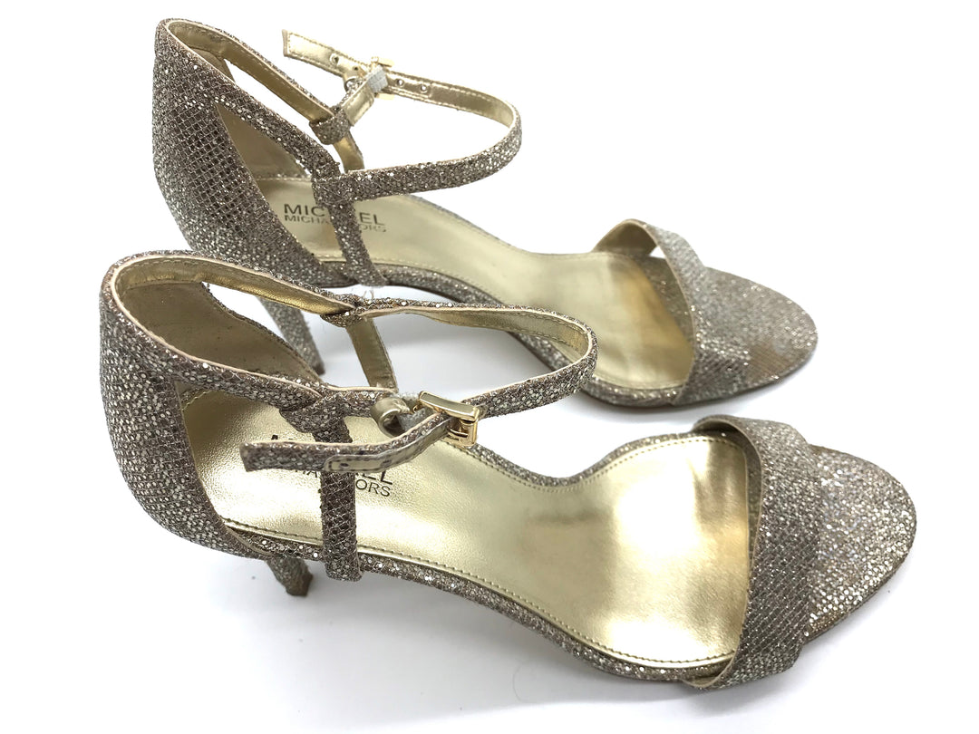 Photo #3 - BRAND: MICHAEL KORS <BR>STYLE: SANDALS LOW <BR>COLOR: GOLD <BR>SIZE: 7 <BR>SKU: 262-26275-67562<BR><BR>GOOD CONDITION BUT ONE SLIGHT TOE PRINT TO METALLIC PORTION OF LEFT SHOE