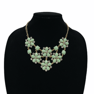 Primary Photo - BRAND:    CLOTHES MENTOR STYLE: NECKLACE COLOR: MULTI SKU: 262-26211-130035