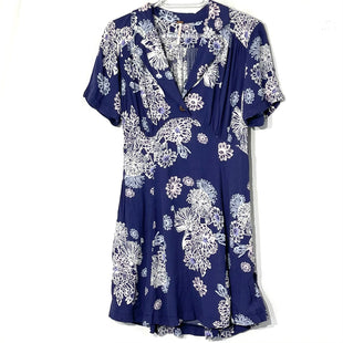 Primary Photo - BRAND: FREE PEOPLE STYLE: DRESS SHORT SHORT SLEEVE COLOR: BLUE WHITE SIZE: XS SKU: 262-26275-76413