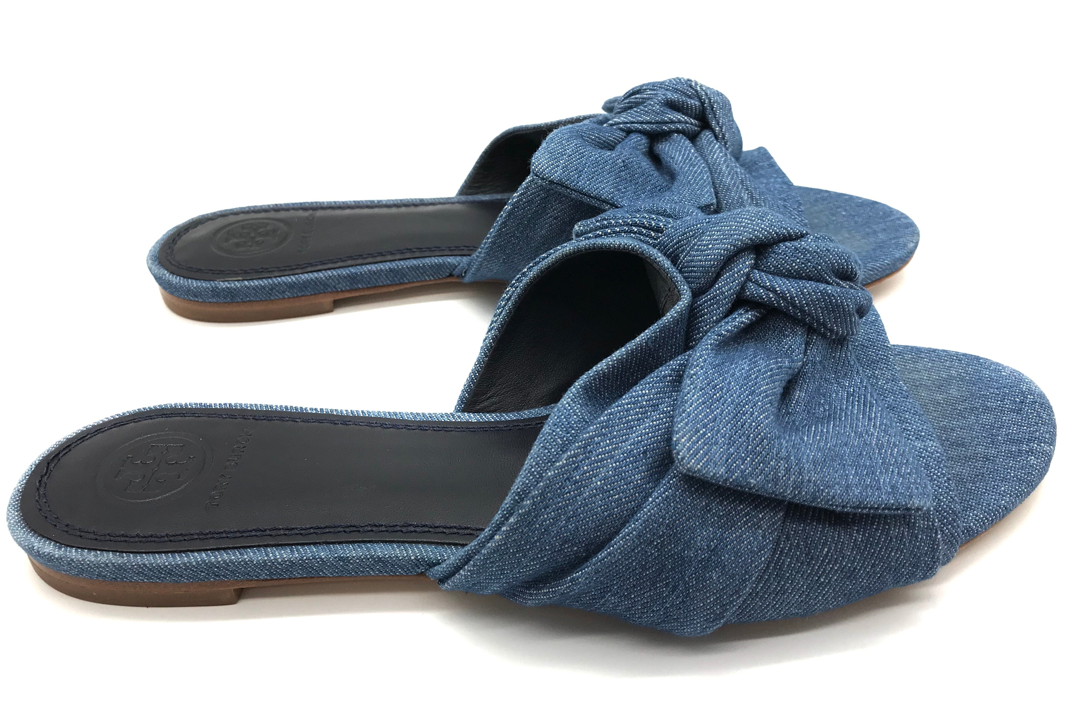 Photo #2 - BRAND: TORY BURCH <BR>STYLE: SANDALS FLAT <BR>COLOR: DENIM <BR>SIZE: 7 <BR>OTHER INFO: AS IS <BR>SKU: 262-26241-34652<BR><BR>ANNABELLE DENIM BOW FLAT. PRICE REFLECTS SOME SLIGHT WEAR TO TOES SHOWN, GOOD OVERALL CONDITION.