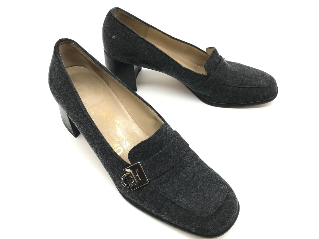 Photo #3 - BRAND: SALVATORE FERRAGAMO <BR>STYLE: SHOES LOW HEEL <BR>COLOR: GREY <BR>SIZE: 6 <BR>SKU: 262-26275-64912<BR>GENTLE WEAR - AS IS