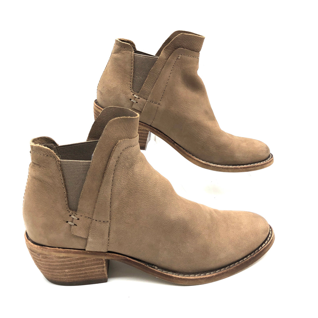 Photo #1 - BRAND: DOLCE VITA <BR>STYLE: BOOTS ANKLE <BR>COLOR: TAN <BR>SIZE: 6.5 <BR>SKU: 262-26275-75273<BR><BR>FIRST PHOTO IS MOST COLOR ACCURATE, OTHERS MAY APPEAR A BIT LIGHTER THAN TRUE COLOR.
