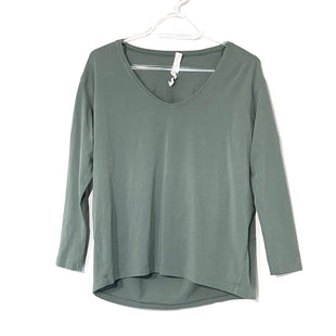 Primary Photo - BRAND: LULULEMON STYLE: ATHLETIC TOP COLOR: GREEN SIZE: 2 SKU: 262-26275-74275DESIGNER FINAL. GENTLEST WEAR AS IS.
