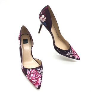 Primary Photo - BRAND: WHITE HOUSE BLACK MARKET STYLE: SHOES LOW HEEL COLOR: FLORAL SIZE: 8 SKU: 262-26275-76677GENTLE SCUFFS ON HEELS AND OUTSOLES • OVERALL IN GOOD SHAPE AND CONDITION •