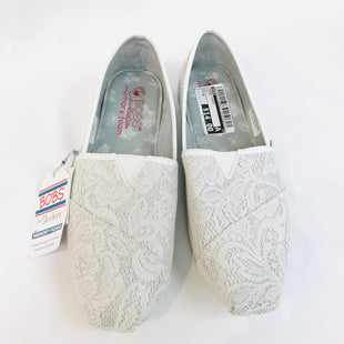 Primary Photo - BRAND: BOBS STYLE: SHOES FLATS COLOR: WHITE GREY SIZE: 9 SKU: 262-26275-54968AS IS