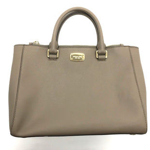 "Primary Photo - BRAND: MICHAEL KORS STYLE: HANDBAG DESIGNER COLOR: TAN SIZE: MEDIUM OTHER INFO: AS IS WEAR+ MISSING STRAP SKU: 262-26275-67569APPROX. 12""L X 9.25""H X 4""D. PRICE REFLECTS MISSING STRAP AND SLIGHT WEAR TO INTERIOR, SIDE, FEET"