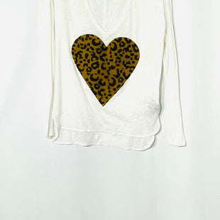 Primary Photo - BRAND:  CHASERSTYLE: TOP LONG SLEEVE COLOR: HEARTSIZE: S OTHER INFO: SKU: 262-26211-140676