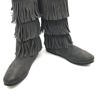 Primary Photo - BRAND: MINNETONKA STYLE: BOOTS ANKLE COLOR: GREY SIZE: 9 SKU: 262-26275-67495