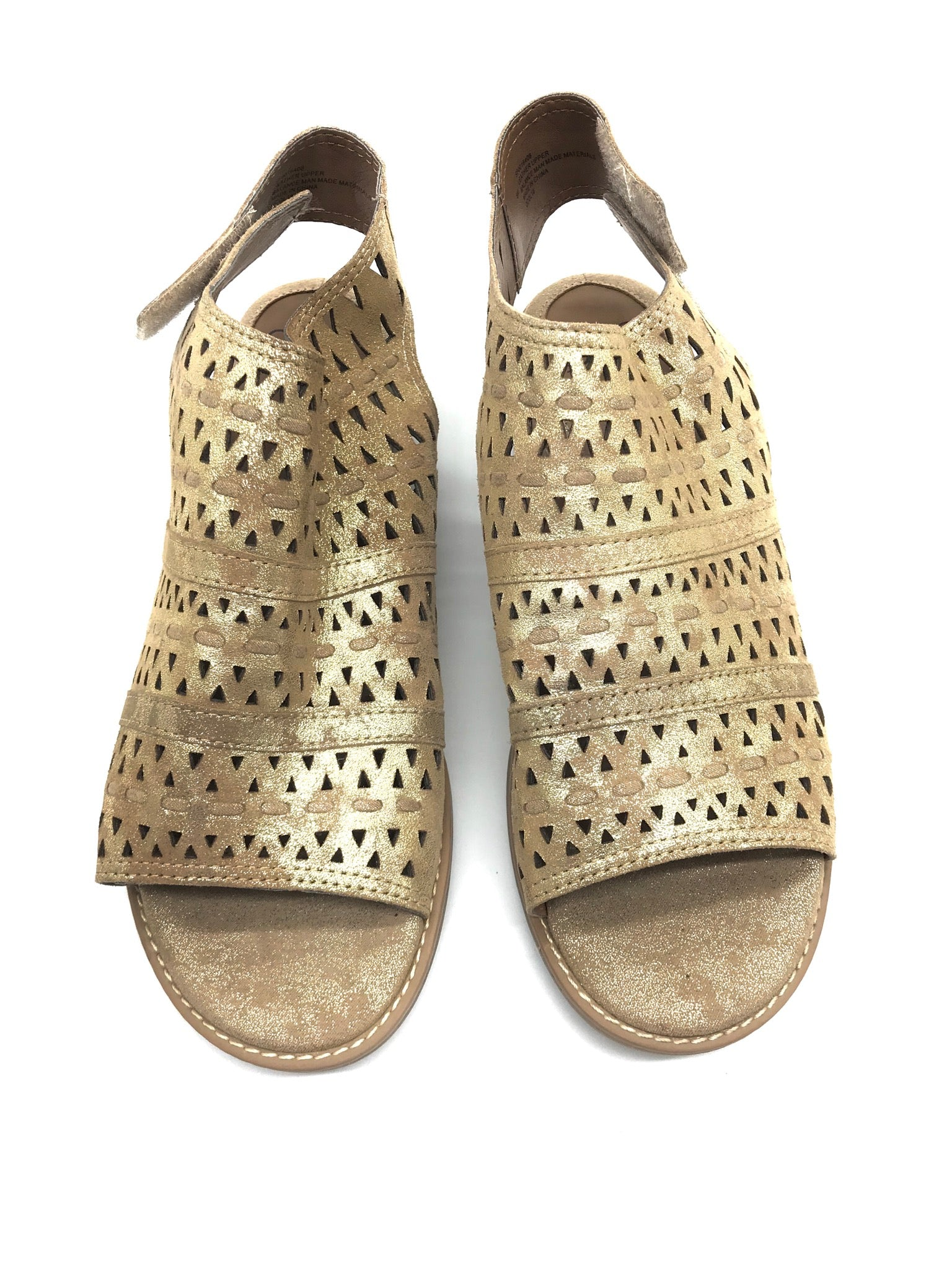 Primary Photo - BRAND: SOFFT <BR>STYLE: SANDALS FLAT <BR>COLOR: GOLD <BR>SIZE: 8 <BR>SKU: 262-26275-64339