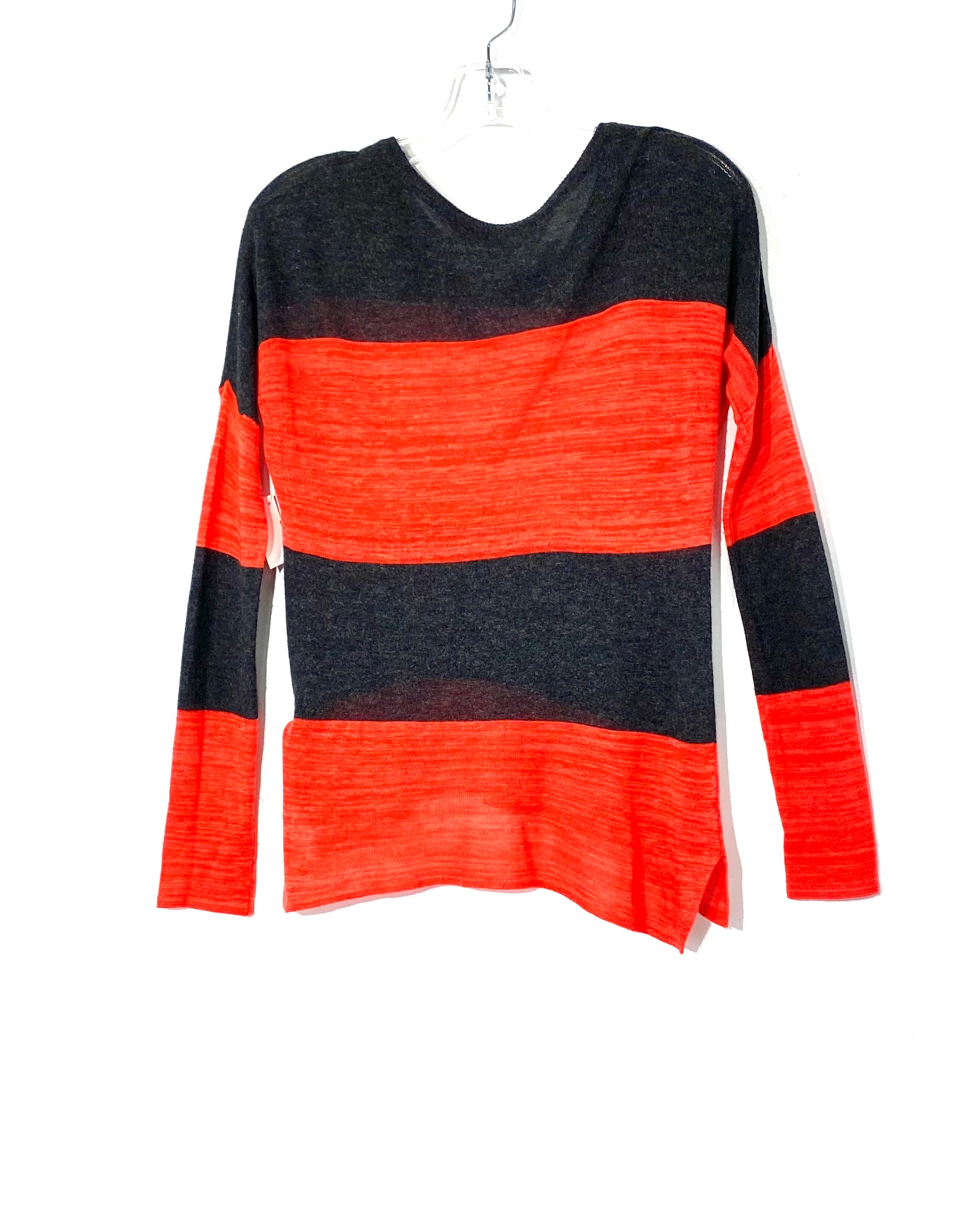 Photo #1 - BRAND:    J&J<BR>STYLE: TOP LONG SLEEVE <BR>COLOR: RED GREY <BR>SIZE: XS <BR>OTHER INFO: J J  - <BR>SKU: 262-26275-72074