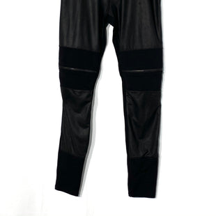 Primary Photo - BRAND: GUESS STYLE: LEGGINGS COLOR: BLACK SIZE: M SKU: 262-26275-69215