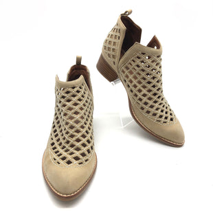 Primary Photo - BRAND: JEFFERY CAMPBELL STYLE: BOOTS ANKLE COLOR: TAN SIZE: 7.5 OTHER INFO: SLIGHT SPOTS AS IS SKU: 262-26241-44524AS IS SOME SPOTS (SEE PHOTOS)