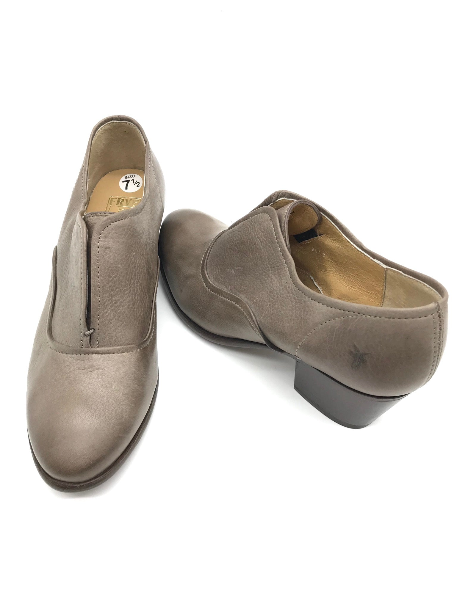 Photo #1 - BRAND: FRYE <BR>STYLE: SHOES LOW HEEL <BR>COLOR: TAUPE <BR>SIZE: 7.5 <BR>SKU: 262-26241-37170<BR>GENTLE WEAR - AS IS