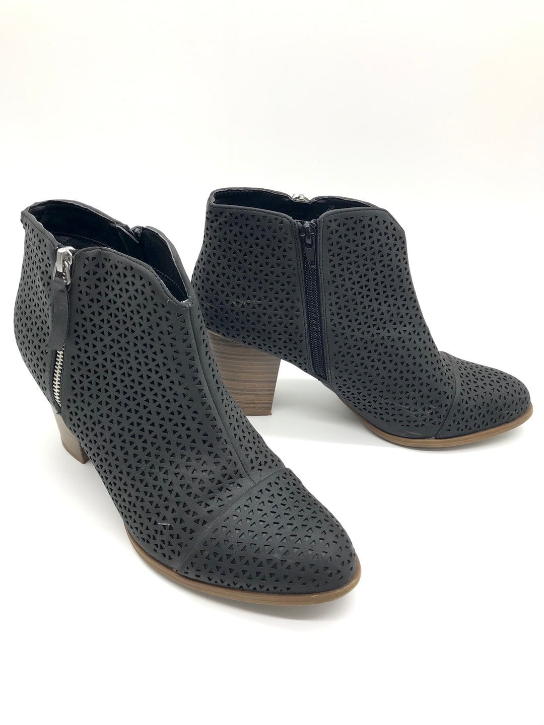 Photo #2 - BRAND: FERGALICIOUS <BR>STYLE: BOOTS ANKLE <BR>COLOR: BLACK <BR>SIZE: 10 <BR>SKU: 262-26275-64916<BR>IN GOOD SHAPE - AS IS
