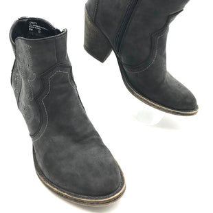 Primary Photo - BRAND: BKE STYLE: BOOTS ANKLE COLOR: GREY SIZE: 8 SKU: 262-26275-59040IN GOOD SHAPE - AS IS