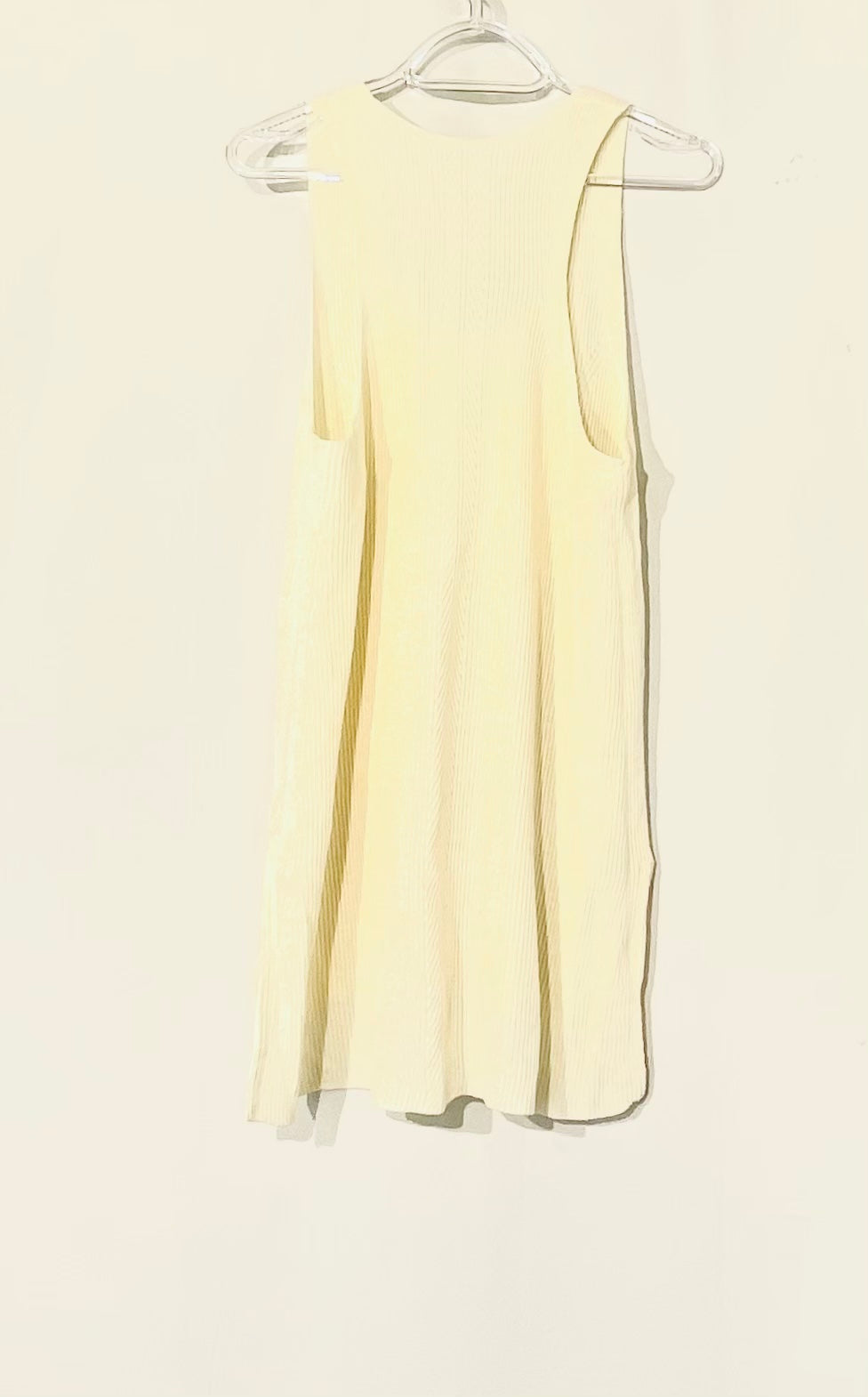 Photo #1 - BRAND: ATHLETA <BR>STYLE: TOP SLEEVELESS <BR>COLOR: CREAM <BR>SIZE: L <BR>SKU: 262-26241-44389