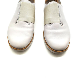 Primary Photo - BRAND: CLARKS STYLE: SHOES FLATS COLOR: GREY SIZE: 7 SKU: 262-26275-62812AS IS