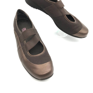 Primary Photo - BRAND: MUNROSTYLE: SHOES FLATS COLOR: BRONZE SIZE: 9 SKU: 262-26275-71151GENTLE WEAR - AS IS