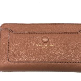 "Primary Photo - BRAND: MARC JACOBS STYLE: WALLET COLOR: BROWN SIZE: MEDIUM SKU: 262-26241-44683APPROX. 7.75""L X 4""H"