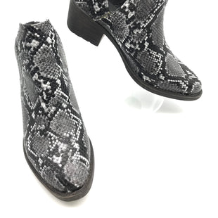 Primary Photo - BRAND: VOLATILE STYLE: BOOTS ANKLE COLOR: SNAKESKIN PRINT SIZE: 6 SKU: 262-26275-73497IN GREAT SHAPE AND CONDITION