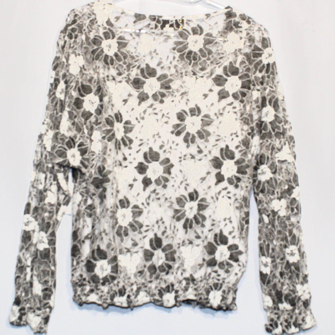 Photo #1 - BRAND:    BEYOND VINTAGE<BR>STYLE: BLOUSE<BR>COLOR: BLACK WHITE <BR>SIZE: S <BR>OTHER INFO: BEYOND VINTAGE - <BR>SKU: 262-262101-940