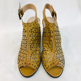 Primary Photo - BRAND: RESTRICTED STYLE: OPEN TOE HEELSCOLOR: TAN SIZE: 9 SKU: 262-26241-36872AS IS