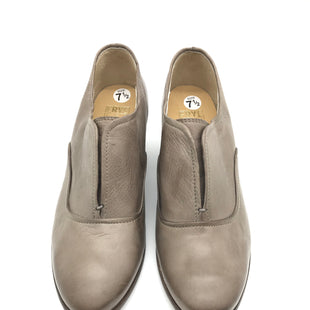 Primary Photo - BRAND: FRYE STYLE: SHOES LOW HEEL COLOR: TAUPE SIZE: 7.5 SKU: 262-26241-37170GENTLE WEAR - AS IS