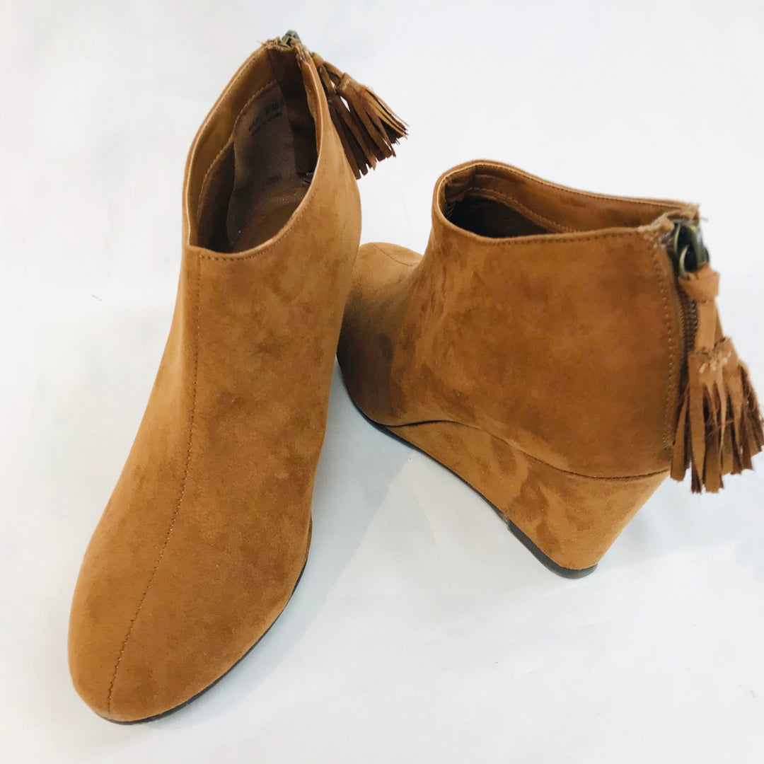 Photo #1 - BRAND: CHINESE LAUNDRY <BR>STYLE: BOOTS ANKLE <BR>COLOR: BROWN <BR>SIZE: 8 <BR>SKU: 262-26211-135387<BR>- AS IS -
