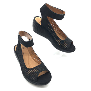 Primary Photo - BRAND: CLARKS STYLE: SANDALS LOW COLOR: BLACK SIZE: 8 SKU: 262-262101-2463IN EXCELLENT SHAPE AND CONDITION