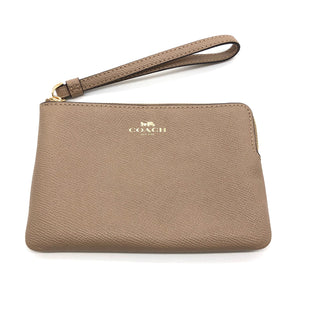 "Primary Photo - BRAND: COACH STYLE: WRISTLET COLOR: TAN SIZE: S SKU: 262-26211-143504DESIGNER BRAND FINAL SALE AS IS APPROX 6""X4"""