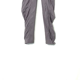 Primary Photo - BRAND: LULULEMON STYLE: ATHLETIC PANTS COLOR: GREY SIZE: 4 SKU: 262-26241-43642DESIGNER FINAL