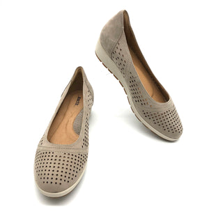 Primary Photo - BRAND: EARTH STYLE: SHOES FLATS COLOR: BEIGE SIZE: 9.5 SKU: 262-26211-142680AS IS VERY SMALL MARK ON BACK HEEL (SEE PHOTOS)
