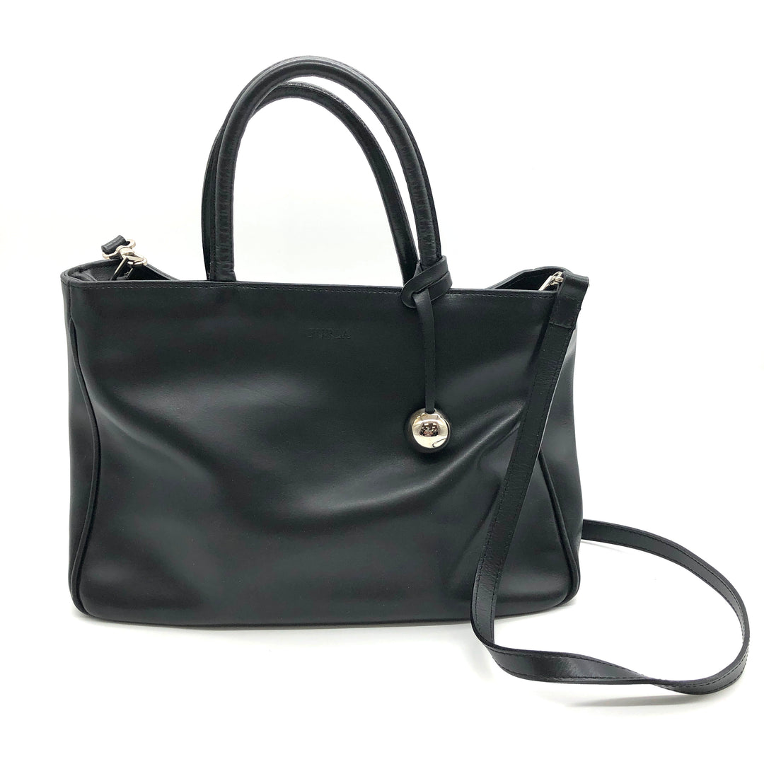 "Primary Photo - BRAND: FURLA <BR>STYLE: HANDBAG DESIGNER <BR>COLOR: BLACK <BR>SIZE: SMALL <BR>OTHER INFO: AS IS SLIGHT WEAR CORNERS <BR>SKU: 262-26241-46681<BR>13"" L X 8"" H X 4"" D<BR>DROP 5"""