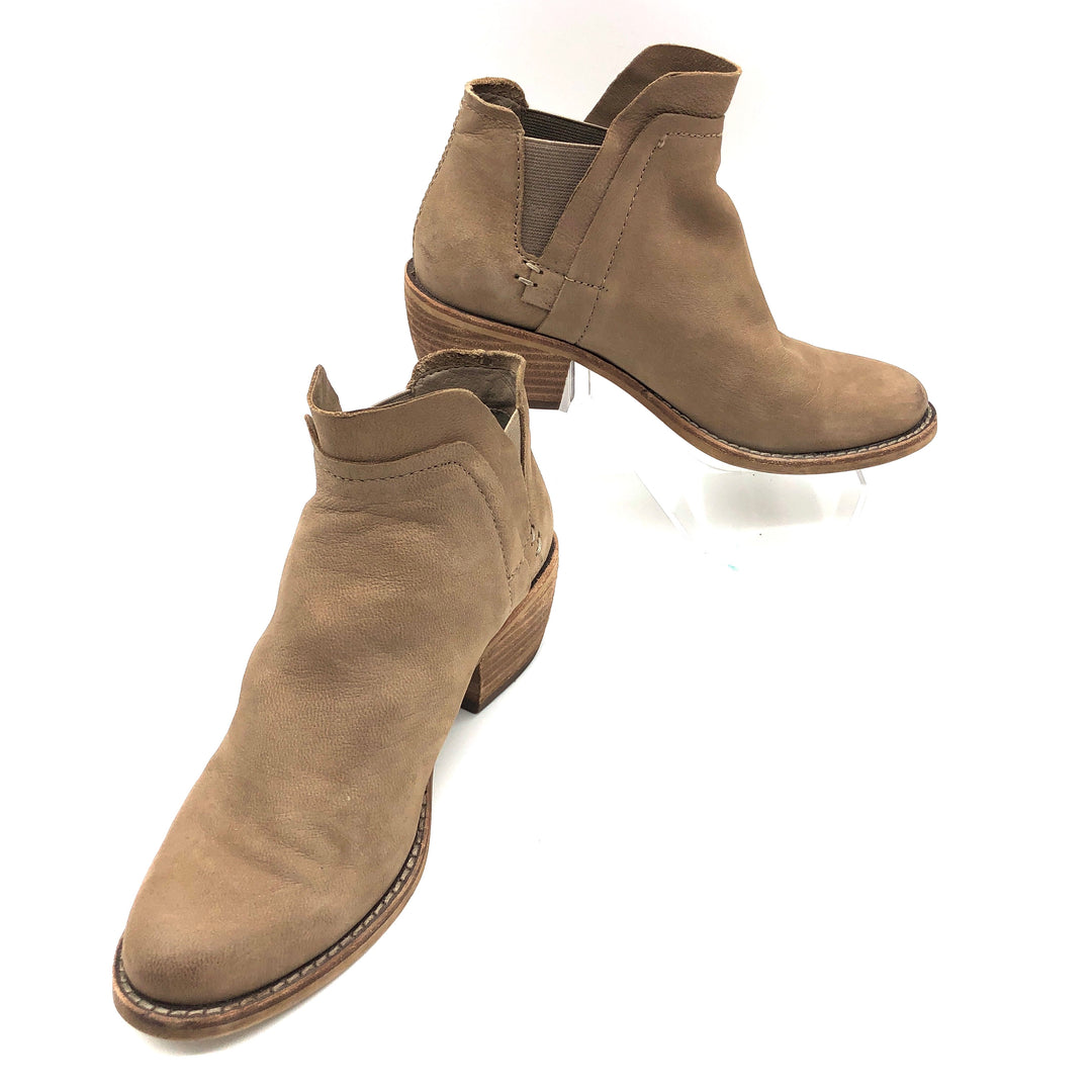 Primary Photo - BRAND: DOLCE VITA <BR>STYLE: BOOTS ANKLE <BR>COLOR: TAN <BR>SIZE: 6.5 <BR>SKU: 262-26275-75273<BR><BR>FIRST PHOTO IS MOST COLOR ACCURATE, OTHERS MAY APPEAR A BIT LIGHTER THAN TRUE COLOR.