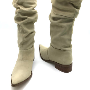 Primary Photo - BRAND: CHINESE LAUNDRY STYLE: BOOTS KNEE COLOR: CREAM SIZE: 7.5 SKU: 262-26275-66398IN NEW CONDITION
