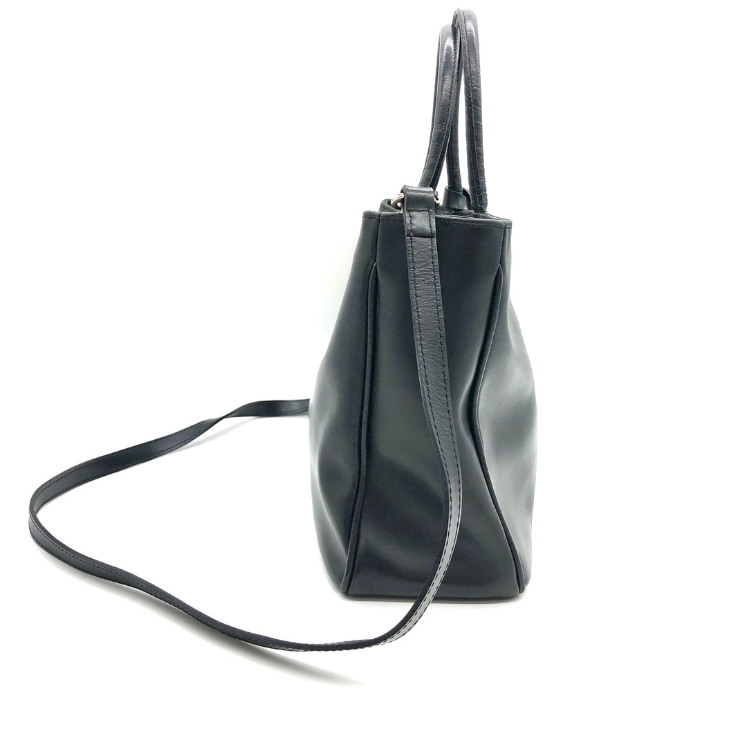 "Photo #3 - BRAND: FURLA <BR>STYLE: HANDBAG DESIGNER <BR>COLOR: BLACK <BR>SIZE: SMALL <BR>OTHER INFO: AS IS SLIGHT WEAR CORNERS <BR>SKU: 262-26241-46681<BR>13"" L X 8"" H X 4"" D<BR>DROP 5"""