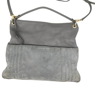 "Primary Photo - BRAND: MARC BY MARC JACOBS STYLE: HANDBAG DESIGNER COLOR: GREY SIZE: MEDIUM OTHER INFO: A IS WEAR SHOWSSKU: 262-26275-68927DESIGNER BRAND FINAL SALE APPROX 16""X4""X1"""